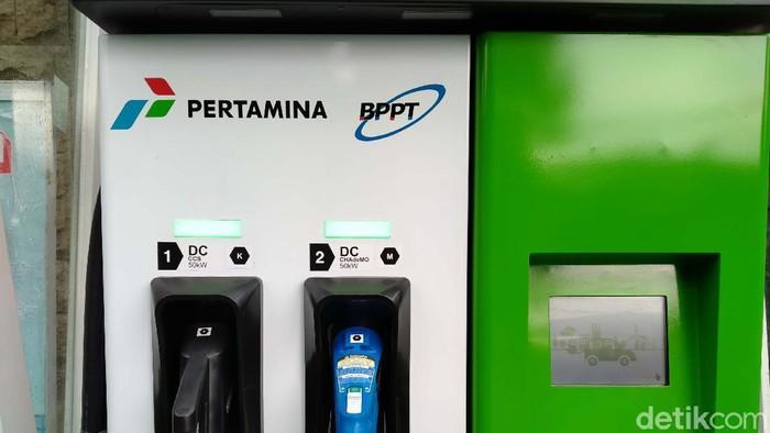 Dua Stasiun Pengisian Kendaraan Listrik Umum (SPKLU) diluncurkan di Jakarta. Salah satunya berlokasi di SPBU Pertamina 31.128.02 MT Haryono, Tebet.