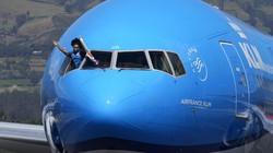 Tiba di Negaranya, Atlet Peraih Emas Olimpiade ini Dadah-dadah di Pesawat