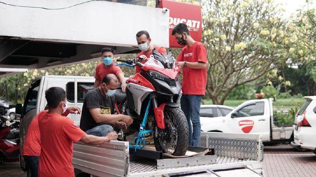 Unboxing Ducati Multistrada V4S pertama di Indonesia