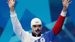 Selain jadi bagian dari protokol kesehatan, masker juga jadi sarana berekspresi. Seperti yang dikenakan peraih emas Olimpiade Tokyo 2020 ini. Menggemaskan ya?