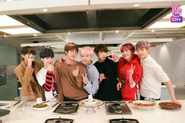 Jago Masak, Boyband BTS Akan Rilis Buku Masak?