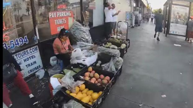 Di Los Angeles Ada Pasar Kaki Lima, Jual Es Serut hingga Rujak