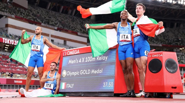 TOKYO, JAPAN - AUGUST 06: Lorenzo Patta, Lamont Marcell Jacobs, Eseosa Fostine Desalu and Filippo Tortu of Team Italy celebrate winning the gold medal in the Mens 4 x 100m Relay Final on day fourteen of the Tokyo 2020 Olympic Games at Olympic Stadium on August 06, 2021 in Tokyo, Japan. (Photo by Michael Steele/Getty Images)