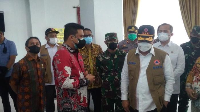 Kepala BNPB saat bertemu Wali Kota Bobby Nasution di Medan (Datuk-detikcom)
