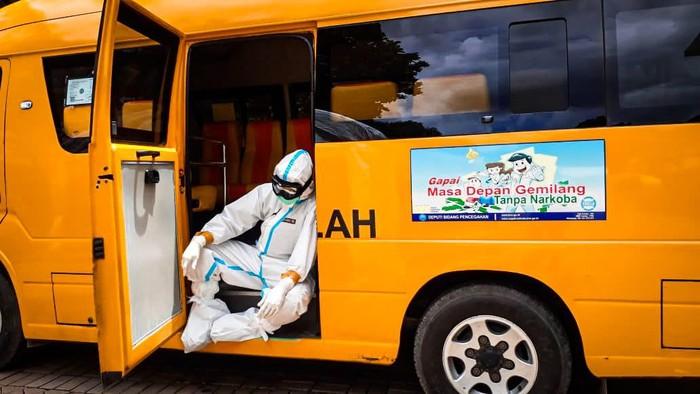Kisah Bus Sekolah yang jadi kendaraan pengantar pasien COVID-19