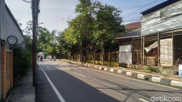 Kondisi Jl Duren Bangka, Jakarta Selatan, kini tak ada lagi truk sampah berjejer parkir di badan jalan. 6 Agustus 2021. (Athika Rahma/detikcom)