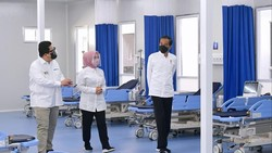 Presiden Jokowi bersama Menteri BUMN Erick Thohir meresmikan RS Modular Pertamina di Tanjung Duren. RS ini bakal menjadi rujukan COVID-19.