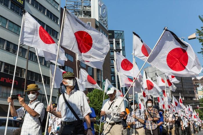 Peristiwa bom nuklir oleh sekutu saat perang dunia dua di Kota Hiroshima Jepang terjadi pada 6 Agustus 1945.  Masyarakat Jepang setiap pada tanggal tersebut selalu mengenang peristiwa itu dengan mengirimkan doa kepada korban di Hiroshima Peace Memorial Park.