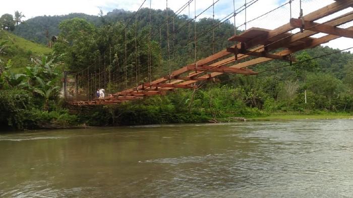 Progres perbaikan jembatan gantung rusak di Mamasa, Sulbar. (dok. Istimewa)