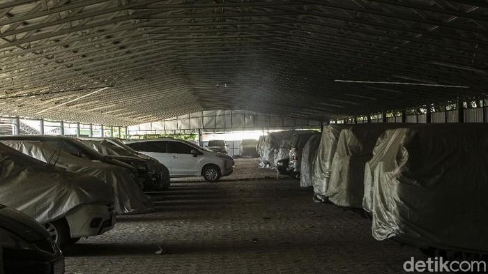 Pandemi COVID-19 yang tak kunjung usai membuat warga mulai menggadaikan barang investasi miliknya. Salah satunya kendaraan mobil maupun motor.