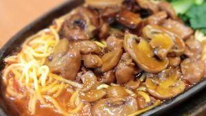 Resep Hot Plate Mie Ayam Jamur ala Restoran yang Gurih Mantap
