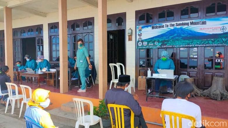 Vaksinasi Covid di Nepal Van Java