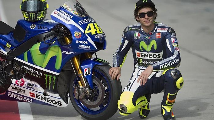 Valentino Rossi mengumumkan akan pensiun usai MotoGP 2021. Rider 42 tahun asal Italia itu menuntaskan perjalanannya selama 26 tahun di dunia balap motor.