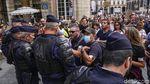 Warga Prancis Demo Tolak Kewajiban Kartu Vaksin