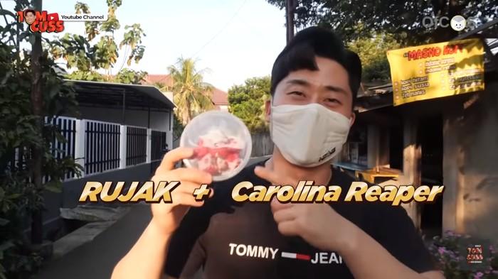 Cowok Korea Makan Rujak Pakai Cabai Carolina Reaper