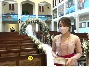 Dita Karang Hadiri Pernikahan Kakak, Tampil Cantik dengan Kebaya Khas Bali