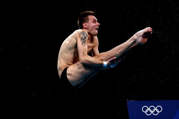 TOKYO, JAPAN - AUGUST 07: Viktor Minibaev of Team ROC competes in the Mens 10m Platform Final on day fifteen of the Tokyo 2020 Olympic Games at Tokyo Aquatics Centre on August 07, 2021 in Tokyo, Japan. (Photo by Maddie Meyer/Getty Images)