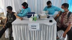 Berbagai pihak terus berlomba-lomba menggenjot vaksinasi guna mendukung program pemerintah mencapai herd immunity atau kekebalan kelompok.