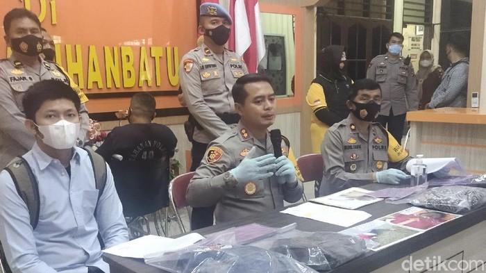 Konferensi pers pengungkapan kasus pembunhan di Labuhanbatu, Sumut.