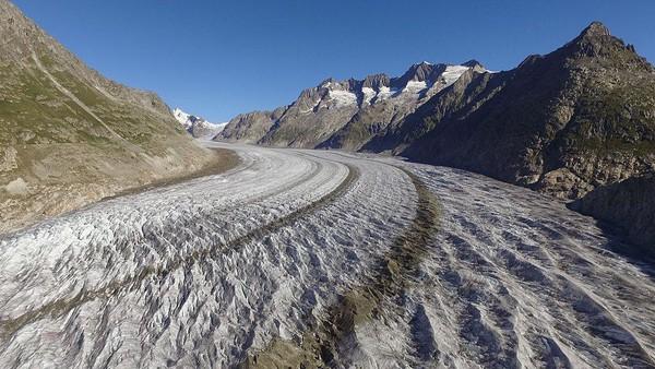 Aletsch Glaciar masuk ke dalam situs warisan dunia UNESCO. Kawasan gletser terpanjang di pegunungan Alpen ini memiliki panorama eksotis yang sangat indah. Sean Gallup/Getty Images