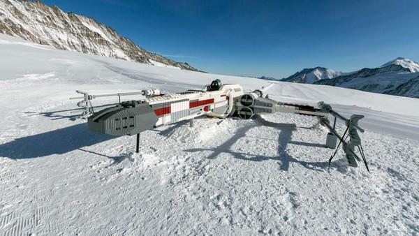 Kerap dijuluki Puncak Eropa, Jungfraujoch merupakan salah satu tempat wisata di Swiss yang populer karena keberadaan teras observasi dan sebuah observatorium ilmiah yang berada di ketinggian 3.454 mdpl. Jan Hetfleisch/Getty Images for the LEGO Group
