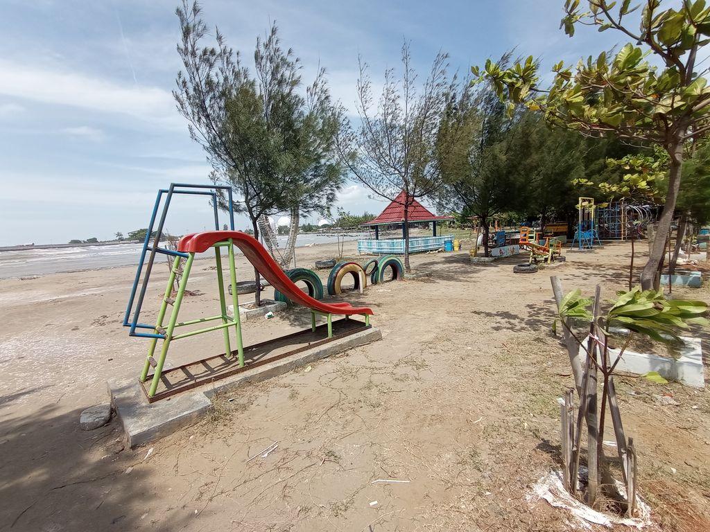 Sepinya Pantai Bali Indramayu, Perjuangan Pengelola-Pedagang Melanjutkan Hidupnya