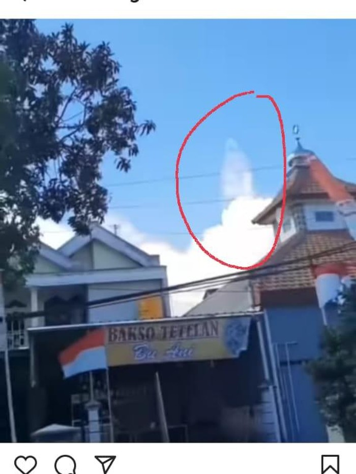 video viral penampakan awan seperti sosok sedang berdiri