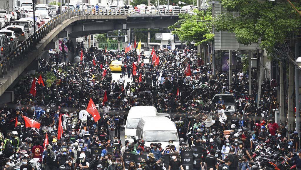 Demo soal COVID di Bangkok Ricuh Lagi, Sejumlah Massa Disebut Tertular Virus
