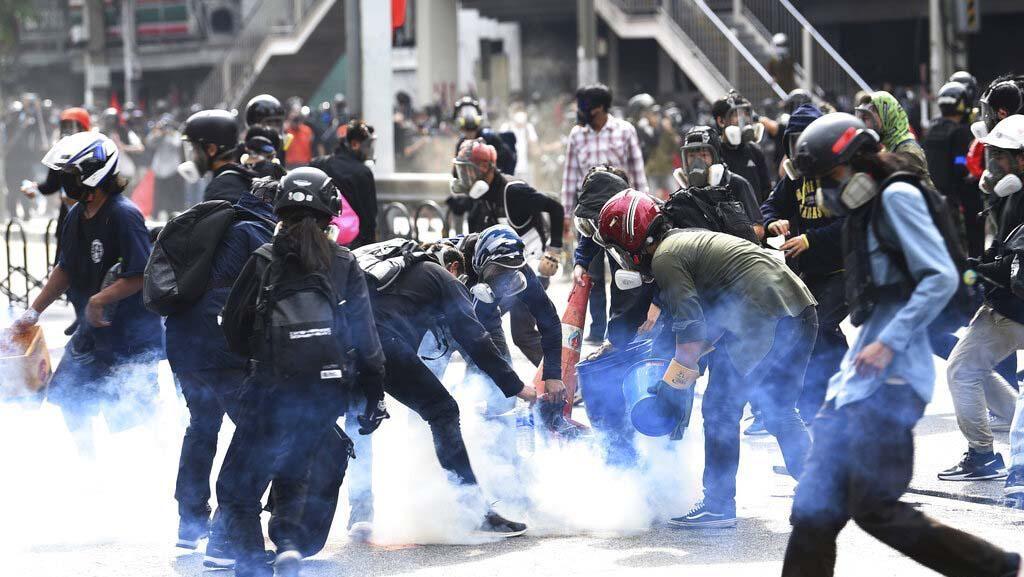 Gunakan Peluru Karet, Polisi Thailand Bubarkan Demonstran Anti-Pemerintah