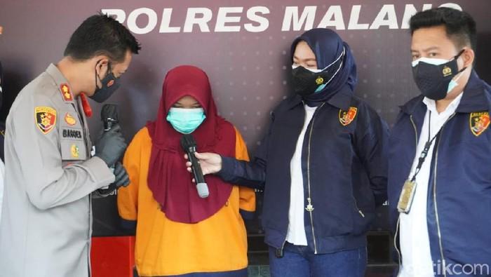 Wanita di Malang, PTH (28), ditetapkan sebagai tersangka kasus korupsi dana bansos Program Keluarga Harapan (PKH). Uang ratusan juta Rupiah hasil korupsi dipakai memenuhi kebutuhan pribadi.