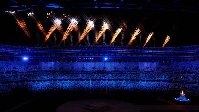Upacara penutupan Olimpiade Tokyo 2020 berlangsung meriah di Olympic Stadium, Tokyo, Jepang, Minggu (8/8) malam WIB. Begini suasananya.