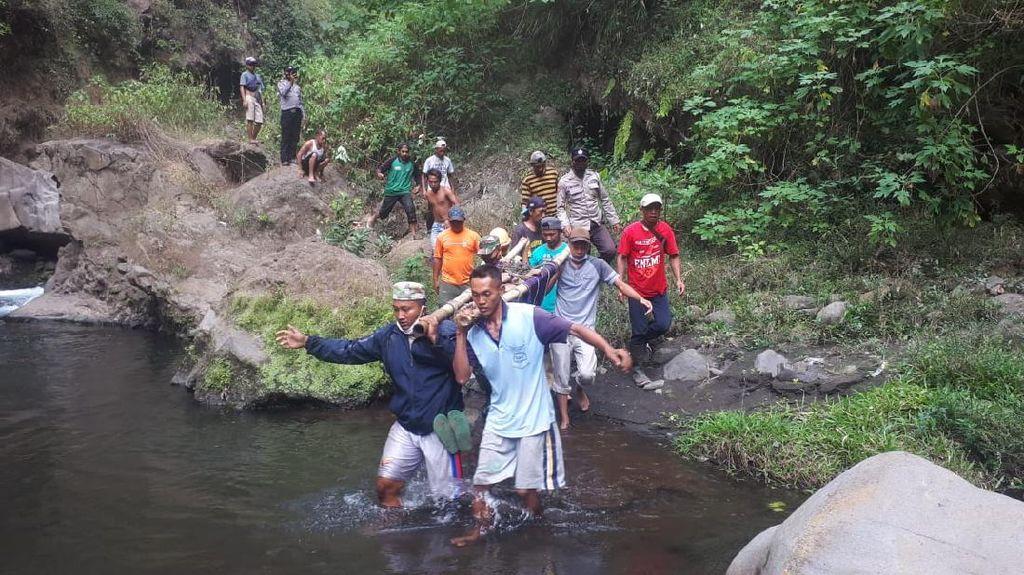 Seorang Wisatawan Tewas Terjatuh di Air Terjun Triban Lereng Bromo
