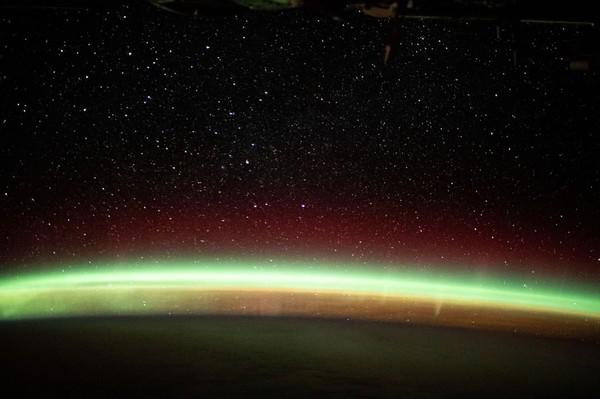 Fenomena ini terlihat sangat berbeda jika dilihat dari bumi. (ISS/Instagram)