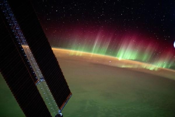 Baru-baru ini Stasiun Luar Angkasa Internasional (ISS) membagikann foto-foto Aurora Australis dari luar angkasa.(ISS/Instagram)