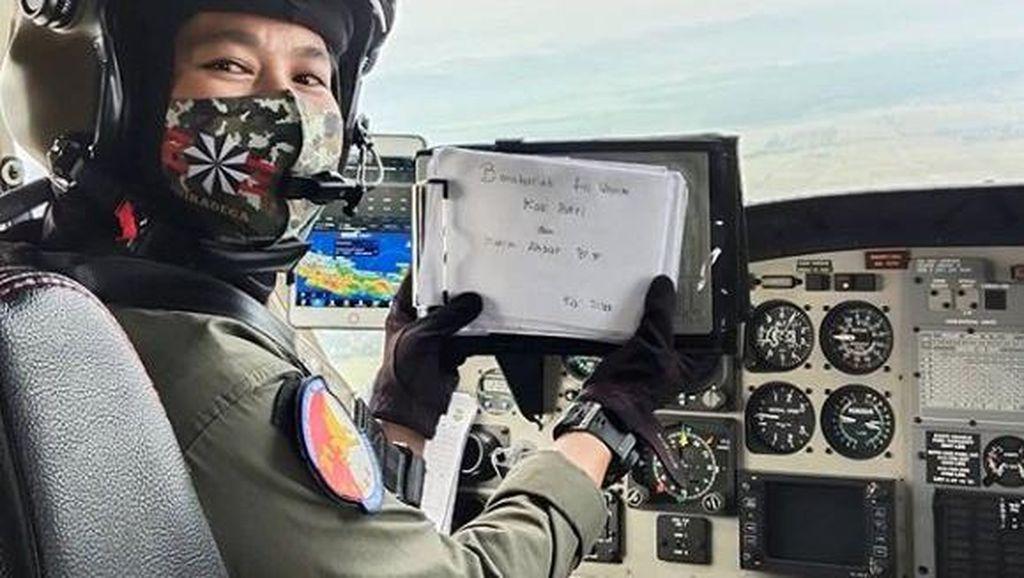 Bangga! Putri Penjual Jagung Bakar Ini Jadi Pilot Wanita Pertama TNI AD