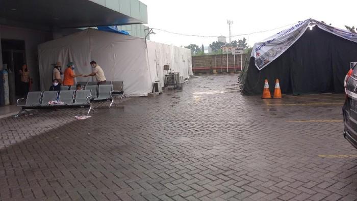 Bed Pasien Corona Penuh, RS di Medan Dirikan Tenda Darurat (Foto: Datuk Haris/detikcom)