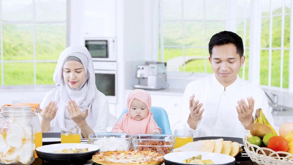 Sunnah Makan Rasulullah: Baca Bismillah-Tak Meniup Makanan Panas