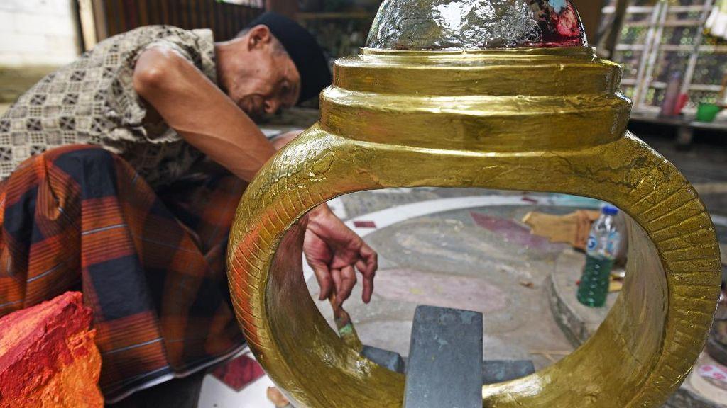 Replika Cincin Kalimaya Ukuran Jumbo Ini dari Barang Bekas Lho...