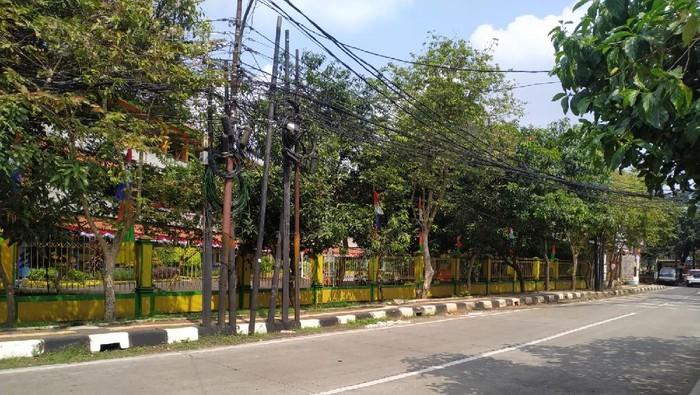 Kondisi Jl Duren Bangka Jaksel usai tidak ada lagi truk-truk yang parkir di bahu jalan.