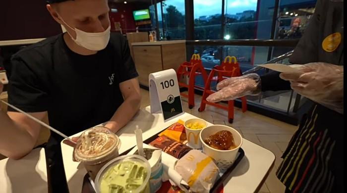 Cicip Menu McDonalds di Indonesia, Bule Jerman Ini Terpesona Rasanya
