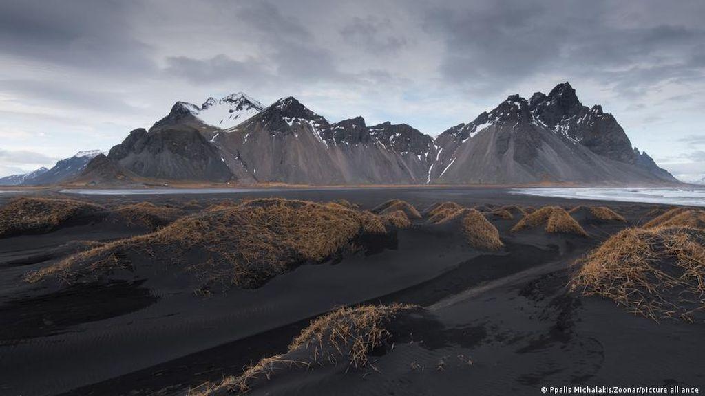 Mengubah Karbondioksida Menjadi Batu di Islandia