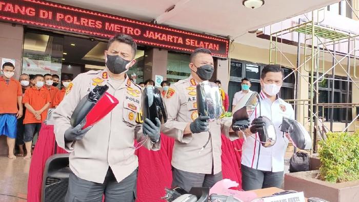 Polisi tangkap komplotan pencurian spion di Jakarta Selatan (Karin Nur Secha/detikcom)
