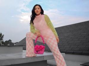 Gaya Rachel Vennya Pakai Dress Jutaan, Dikira Netizen Daster Beli di Pasar