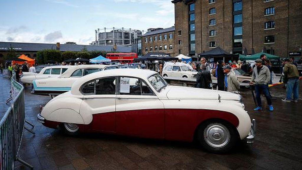 Saat Mobil-mobil Klasik nan Antik Mejeng di Kota London