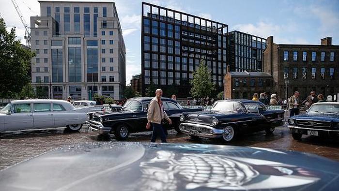 Beragam mobil klasik terparkir di Granary Square, London. Kehadiran mobil-mobil klasik itu untuk meriahkan acara The Classic Car Boot Sale. Penasaran? Lihat yuk