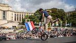 Momen Warga Paris Tumpah Ruah Sambut Olimpiade 2024