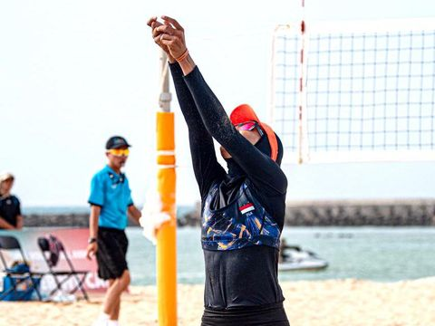 Dhita Juliana atlet voli pantai.