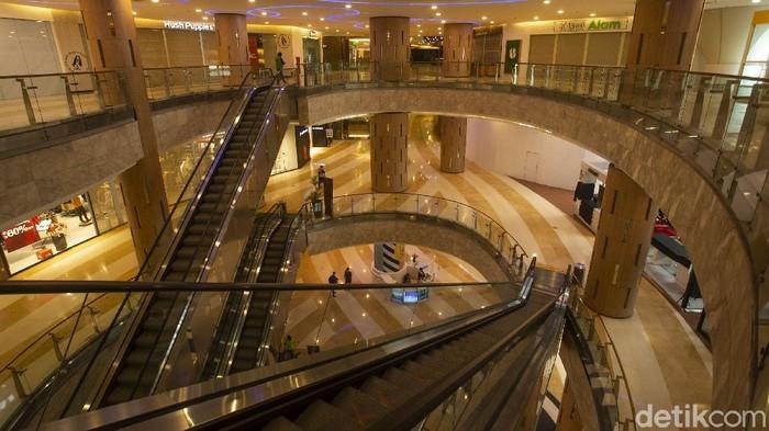 Pemberlakuan Pembatasan Kegiatan Masyarakat (PPKM) level 4 masih terus berlangsung hingga 10 Agustus, namun kini sejumlah pusat perbelanjaan di Jakarta telah kembali buka beberapa tenan langsung diskon gede-gedean !