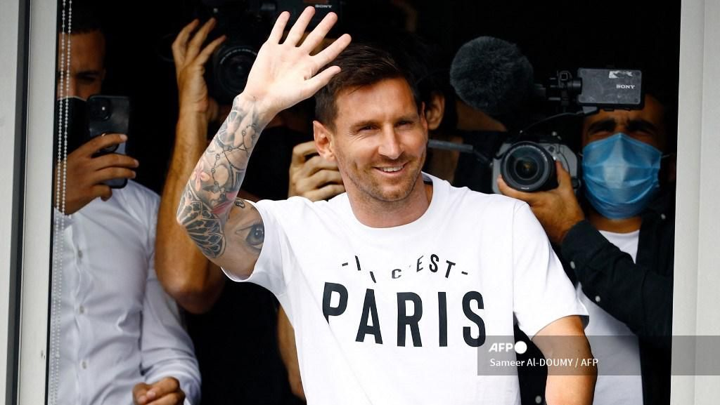 Tiba di Paris, Messi Disambut Riuh Para Fans