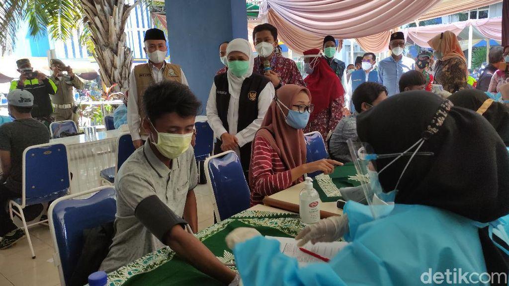Gubernur Khofifah Minta Vaksinasi di Surabaya Raya Dipercepat